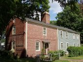 800px-Isaac_Royall_House,_Medford,_Massachusetts_-_Slave_quarters