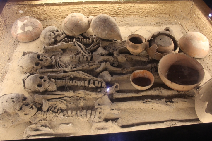 Image of human burials and pottery vessels at Banpo site, China.