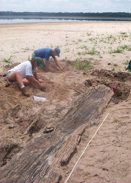Archaeologists Christine Newman and Ray McGee excavating the Lake Pithlachocco canoe site, 2000.