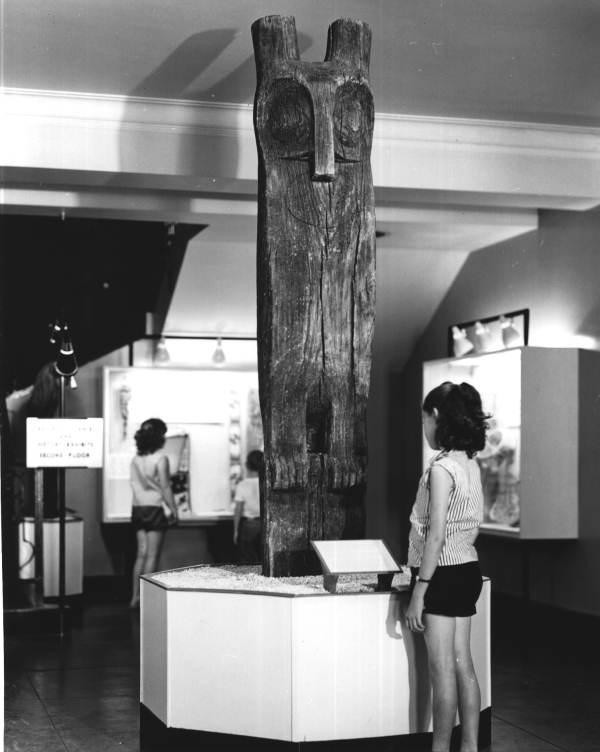 Image of Hontoon Island owl carving.